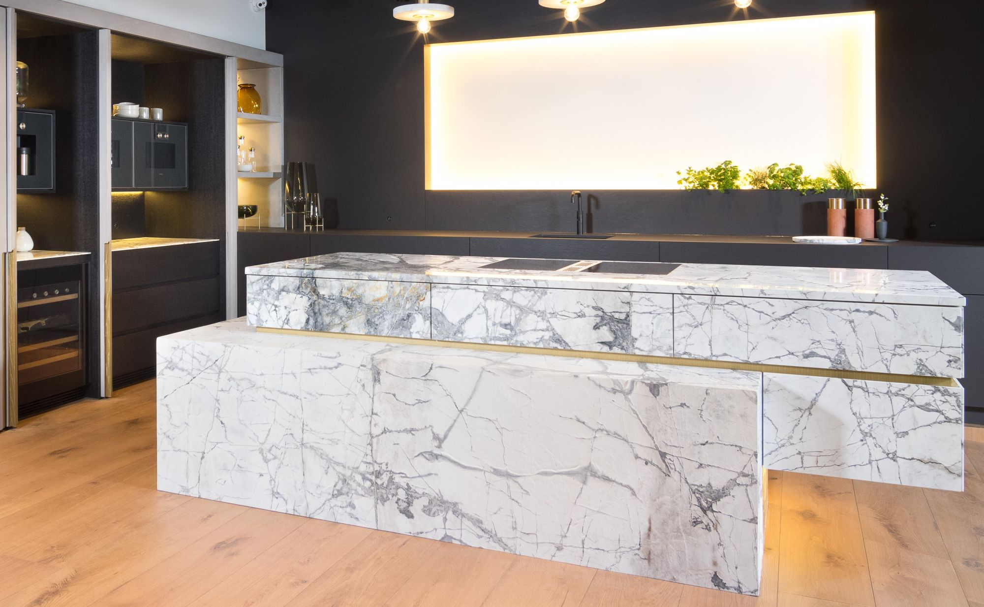 Invisible Grey Gold - Quartzite<br />Kitchen Center Thonon<br />Louis Culot
